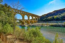Imagen de puente romano en Provenza, Francia