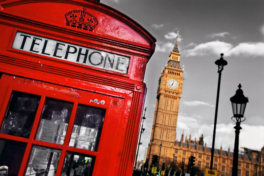 Cabina de teléfono y Big Ben en Londres